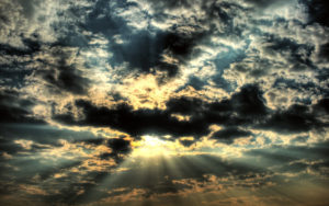 nubes_grises_con_luz